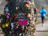 Leichte Sprache: Es gibt Streit-Gespräche über getötete Frau in Freiburg