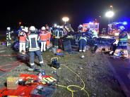 Neu-Ulm: Frontalzusammenstoß auf B10 - Zwei Frauen lebensgefährlich verletzt