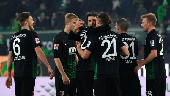 Fußball | FC Augsburg bangt um Trio: Max ersetzt Stafylidis