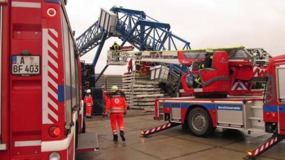 Augsburg: Kranführer schwer verletzt: Jetzt prüft ein TÜV-Gutachter den Kran