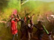 Indien: Farbschlacht unter freiem Himmel: Indien feiert heute Holi