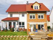 Immobilien: Nachbarn mit gemeinsamer Wand - Warum ein Doppelhaus bauen?
