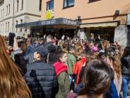 Leon Machère in Augsburg: YouTube-Star sorgt für tumultartige Szenen am Königsplatz