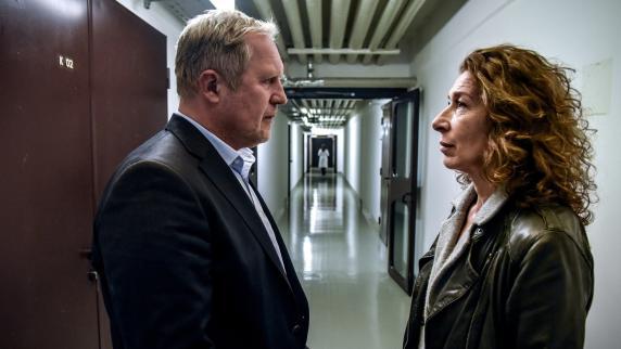 Kritik Und Handlung Tatort Aus Wien Lohnte Sich Wehrlos