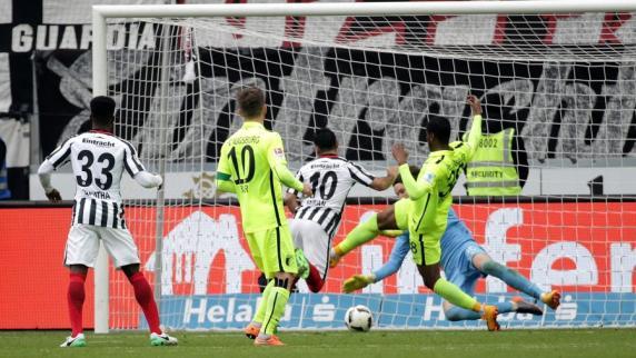FC Augsburg: Einzelkritik: Viele FCA-Spieler waren gegen Frankfurt überfordert