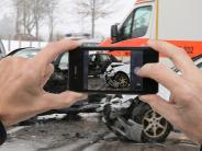 B28 bei Neu-Ulm: Gaffer sorgen für Stau nach schwerem Unfall