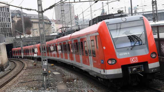 Stammstrecke gesperrt | Münchner fahren Bus statt S-Bahn