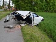 Kreis München: 19-Jähriger fährt zu schnell: Auto an Baum zerfetzt