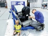 Stiftung Warentest: Kindersitze im Test: Viele Modelle sind gut, vier mangelhaft