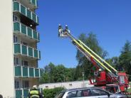 Augsburg: Balkon von Mehrfamilienhaus gerät in Brand