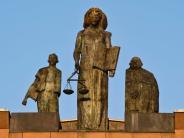 Darmstadt: Mann soll Ehefrau angezündet haben: Angeklagter bestreitet Vorwürfe