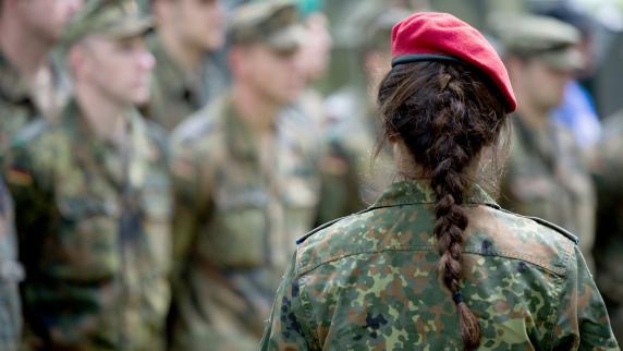 Für Soldatinnen: Bundeswehr testet Umstandsuniformen für Schwangere