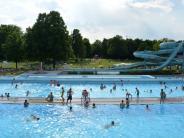 Leichte Sprache: Bade-Meister rettet Kind