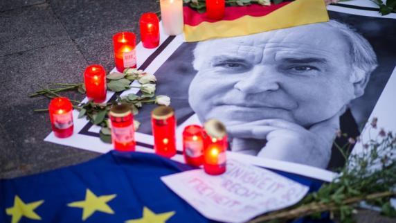 Walter Kohl klingelt vergeblich am Haus seines toten Vaters