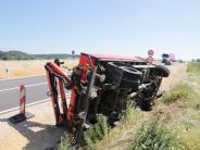 Aichach: Lastwagen umgekippt: B300 nach Bergung wieder frei