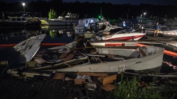 Jacht explodiert im Hafen: 13 Verletzte