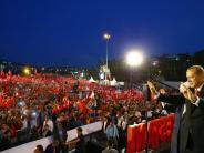 Türkei: Tausende Erdogan-Anhänger gedenken des Putschversuchs vor einem Jahr