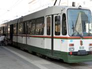 Augsburg: Radlerin von Straßenbahn erfasst