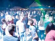 Möttingen: Black and White Party: Gute Stimmung am Sportplatz