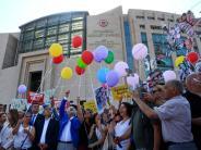 """Türkei: """"Cumhuriyet""""-Prozess hat begonnen - Anklage wegen Terrorunterstützung"""