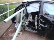 Kreis Donau-Ries: Auto schleudert gegen Brückengeländer: Zwei junge Frauen verletzt