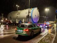 Bildergalerie: Hier rollt ein Schwertransport über die B17