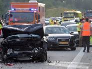 Adelzhausen: 27 Verletzte bei Massenkarambolage auf A8: Polizei kritisiert Gaffer