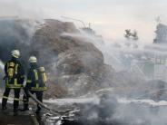 Unterallgäu: Lastwagen verliert brennendes Stroh auf Bundesstraße 16 bei Salgen