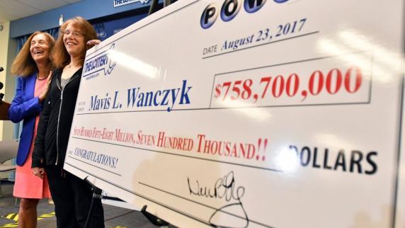 Frau gewinnt 759 Millionen - und kündigt sofort
