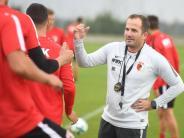 Kommentar: Manuel Baum hat den großen FCA-Kader im Griff