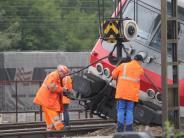 Augsburg: Menschliches Versagen löste Zugunfall aus - Bergung läuft