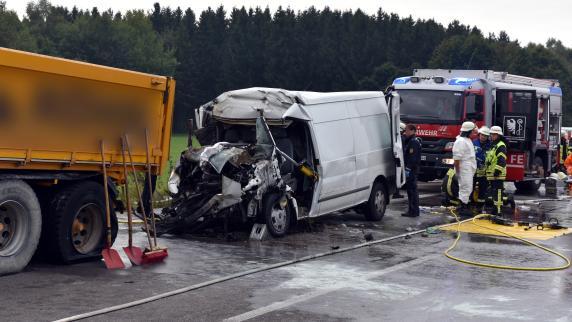 Erbach/Ulm: Zwei Menschen sterben nach Unfall auf B30