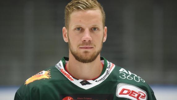 AEV: Augsburger Panther verlängern Vertrag mit Daniel Schmölz
