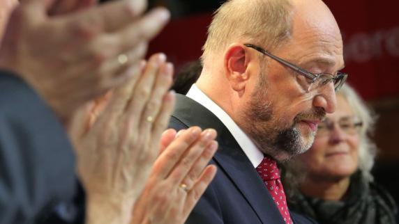 Hochrechnungen: Schwere Verluste für Union und SPD - AfD drittstärkste Kraft