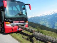 Österreich: Busfahrer ohnmächtig: Urlauber verhindert Absturz in den Bergen