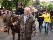 Versprechen: Opa holt Enkel nach 550-Kilometer-Ritt mit Pferd von Schule ab