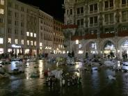 München: Fußballfans vermüllen den Münchner Marienplatz