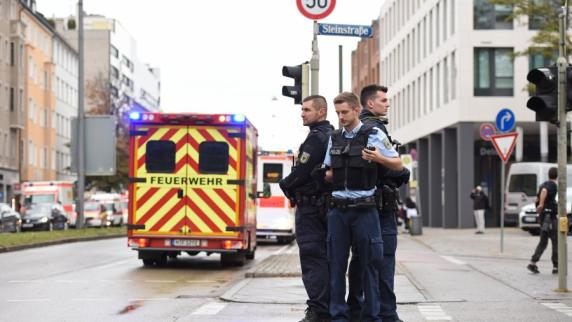 München: Acht Verletzte bei Messerattacke - Polizei fasst mutmaßlichen Täter