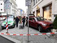 Augsburg: Auto prallt mitten in der Innenstadt gegen Hauswand