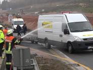 Unterfranken: Wasser gegen Gaffer: Polizei kritisiert Feuerwehraktion