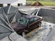 Pöttmes: Betrunkener 24-Jähriger landet mit seinem Auto im Pool