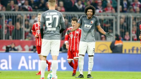 FC Augsburg: Caiuby hat nichts zu lachen