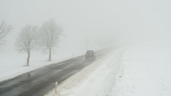 Schnee am Wochenende: Wetterdienst warnt vor glatten Straßen