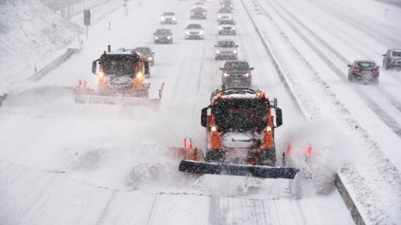 Region: A8, B17, Trams: Starker Schneefall sorgte für Unfälle und Behinderungen