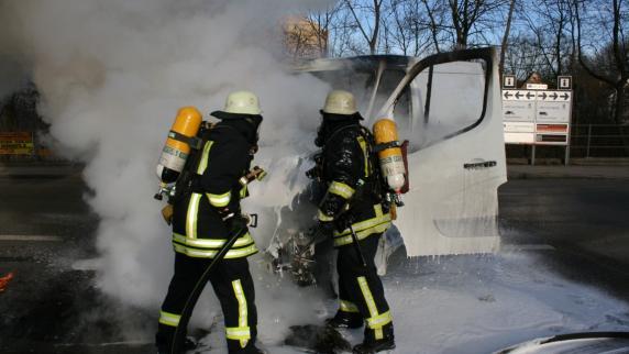 Augsburg: Transporter brennt auf der Berliner Allee aus