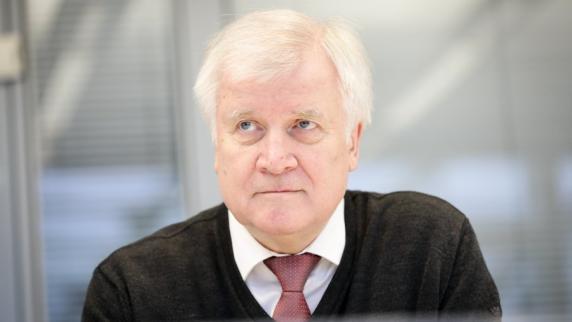Seehofer: Minister-Kandidaten werden erst später benannt