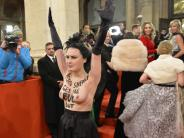 Opernball-Skandale: Femen-Aktivistin zieht auf Wiener Opernball blank