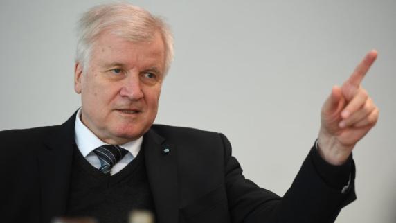 Große Koalition: Exklusiv: Horst Seehofer rügt die Kanzlerin