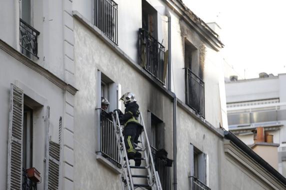 frankreich acht menschen sterben bei brand in einem wohnhaus in paris promis kurioses tv. Black Bedroom Furniture Sets. Home Design Ideas
