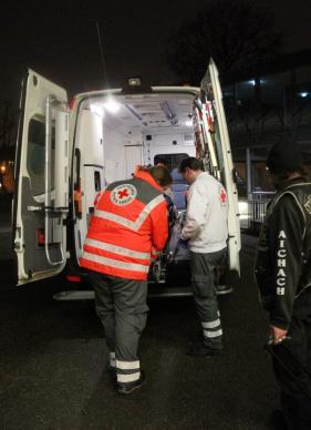 Der Transport dieser Patientin geht nach Auskunft von Angehörigen ...